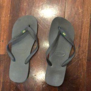 Men's lightly worn grey havaianas flip flop. Sz 12